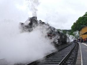 04 Halt des ersten Zuges